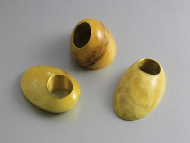 Mette Saabye fingerringe i 24 karat guld og rav